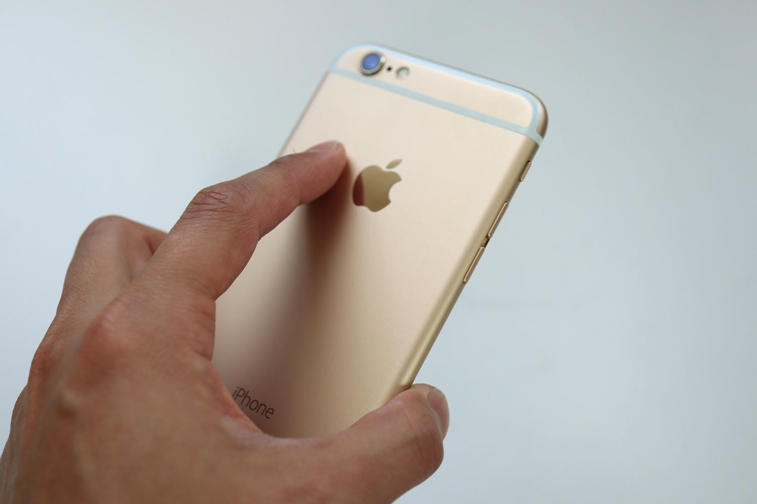 iPhone 6s 手で持った印象