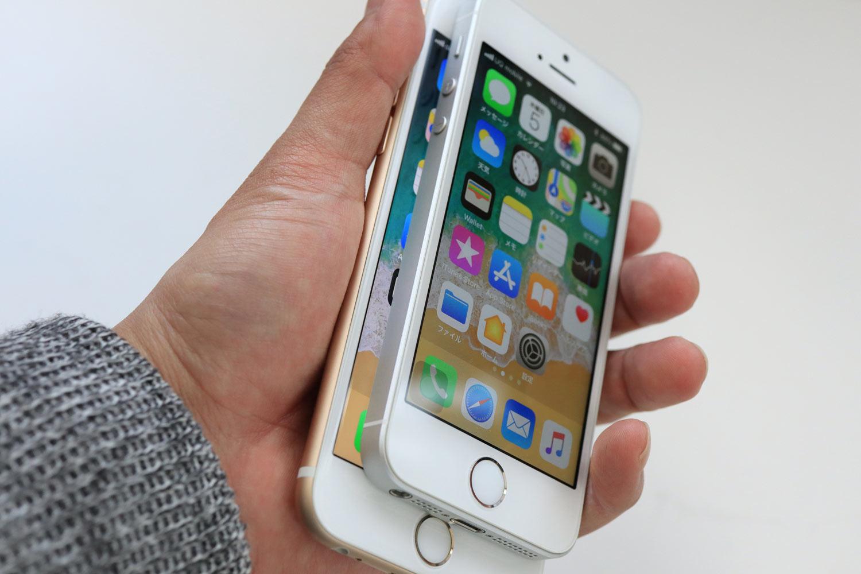左:iPhone 6s、右:iPhone SE