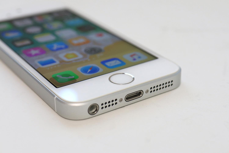 iPhone SE ヘッドフォンジャック