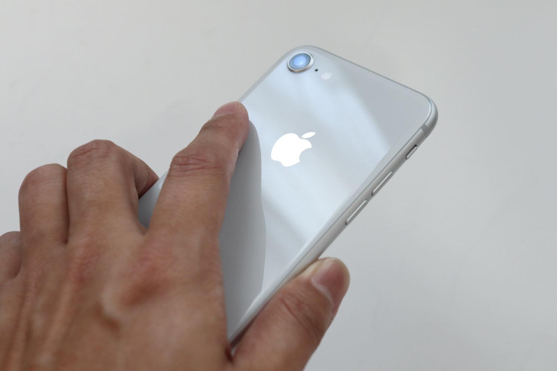 iPhone 8 手で持った感触