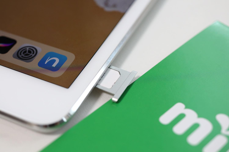 iPad SIMカードを入れる