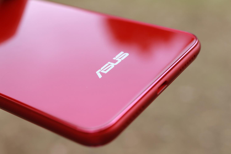 Zenfone 5Q 背面パネル