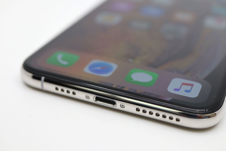 iPhone XS Max Lightningコネクタ